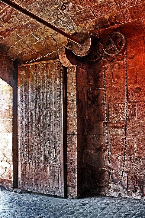 Крепость Монжуик. Крепостные ворота