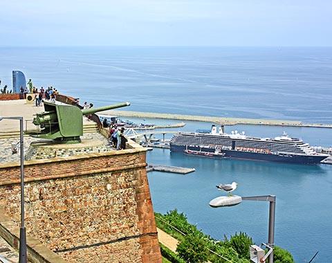 Вид на Средиземное море и порт из крепости Монжуик