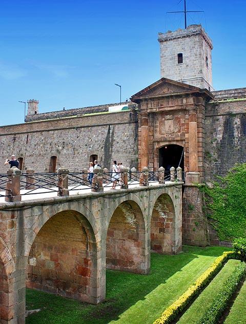 Мост и ворота крепости Монжуик