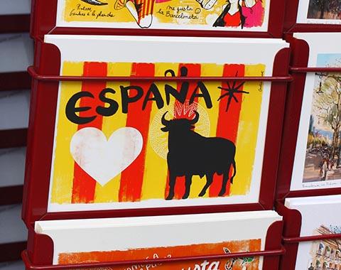 Открытка с быком Осборна на фоне каталонского флага