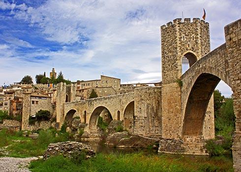 Крепостной мост города Бесалу