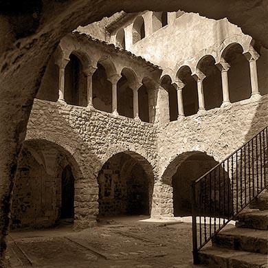 Бесалу. Внутренний дворик Каса Корнелья