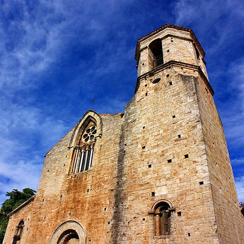 Бесалу. Церковь Святого Викентия