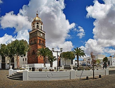 Площадь Конституции и церковь Богоматери Гваделупской, г. Тегисе, Лансароте (Испания)