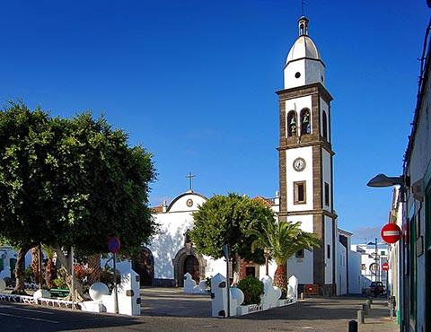 Столица острова Лансароте город Арресифе. Площадь Пальмас и церковь Сан Хинес