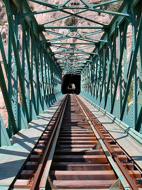 Железнодорожный мост рядом с Королевской тропой