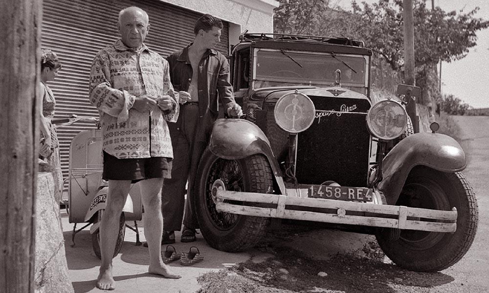 Пабло Пикассо с сыном возле своей Hispano-Suiza H6B 1930 года в кузове от Henri Binder. 1953 г.