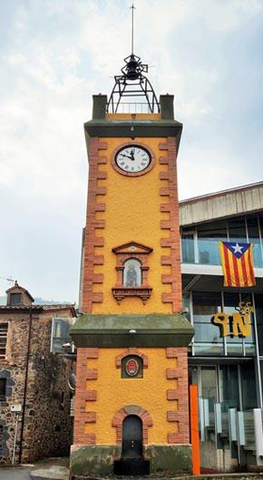Башня с часами в Кастельфольит-де-ла-Рока