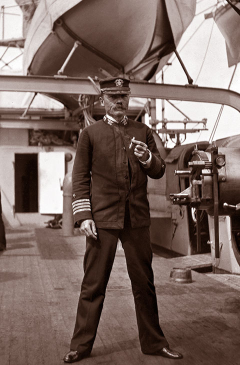 Капитан крейсера «Чарльстон» Генри Гласс